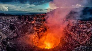 Le volcan Masaya : Un lac de lave au Nicaragua.
